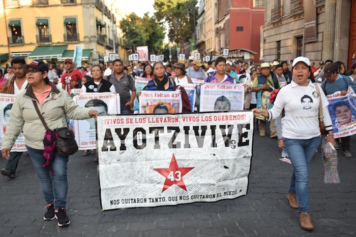 Marcha de los padres de los 43 normalistas en la Ciudad de México. Foto: Valentina López, SinEmbargo.