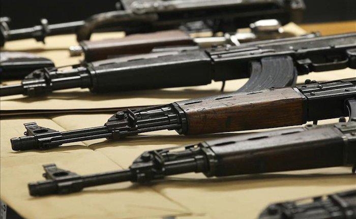 En el fallido operativo Rápido y Furioso, autoridades de EU ingresaron al país armas a las que se les perdió la pista y terminaron en manos de delincuentes. Foto: EFE