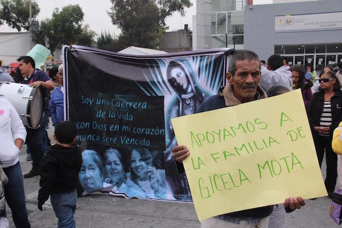Decenas de personas exigen justicia por el asesinato de la ex Alcaldesa de Temixco, Gisela Mota. Foto: Luis Barrón, SinEmbargo