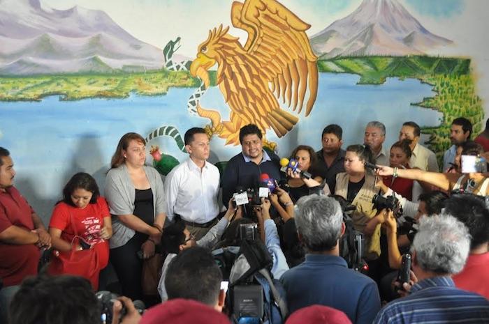 En rueda de prensa, integrantes del cabildo de Temixco anunciaron tres días de duelo por el asesinato de la presidenta municipal Gisela Mota y exigió al gobierno el esclarecimiento de los hechos. Foto: Cuartoscuro