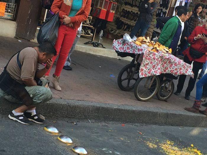 Una de las imágenes que circulan en redes sociales sobre la supuesta agresión al comerciante. Foto: Facebook