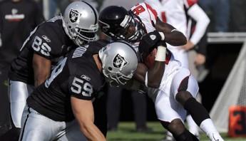 Los impactos en la cabeza que se dan en el futbol americano son los principales causantes de conmociones cerebrales. Foto: EFE