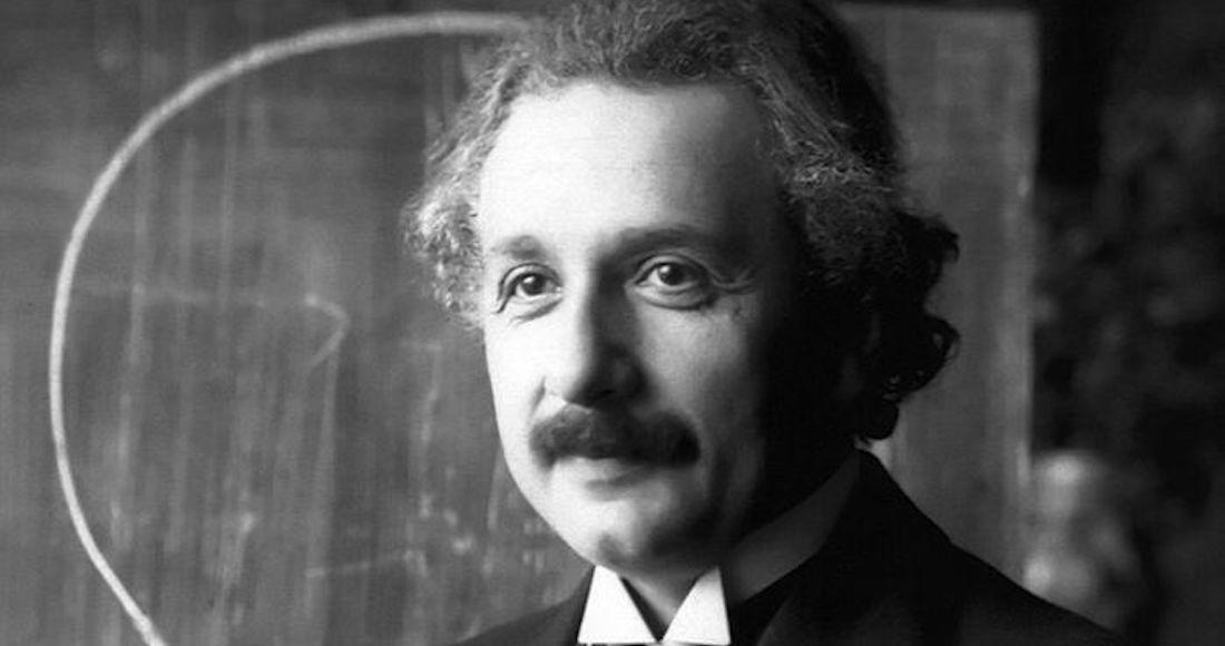 800px-Einstein_1921_portrait2