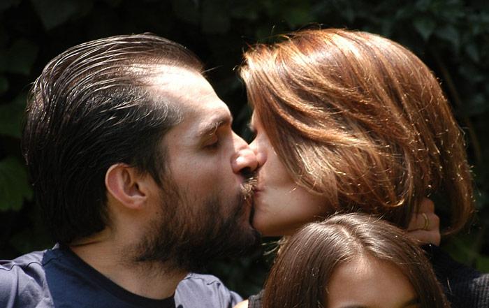 8 de mayo de 2007. Carlos Ahumada al salir de prisión. Besa a su esposa. El amor entre ambos volvió. Foto: Cuartoscuro