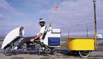 Roberts integró los primeros portátiles en una bicicleta para poder trabajar en cualquier parte. Foto: Steven Roberts/ElDiario.es