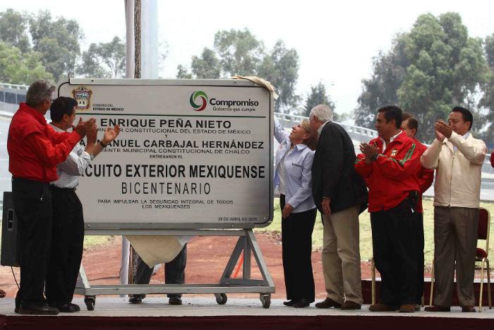 CHALCO, ESTADO DE MÉXICO., 28ABRIL2011.- Georgina Kessel, presidenta de BANOBRAS, José Andrés Oteyza, presiente de OHL México, y Enrique Peña Nieto, gobernador del Estado de México, asistieron a la inauguración del tramo Chalco-Neza del Circuito Exterior mexiquense. El gobernador de estado apuntó que dicha obra es uno de sus compromisos que benefician a la zona oriente-norte del estado. La caseta del tramo Chalco-Neza cobrara a partir de mañana 69 pesos por automovil. FOTO: SAÚL LÓPEZ/CUARTOSCURO.COM