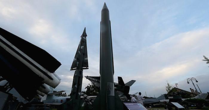 Corea del Norte puso en órbita hace una semana un satélite a bordo de un cohete, algo que la comunidad internacional considera un ensayo encubierto de misiles balísticos.Foto: EFE
