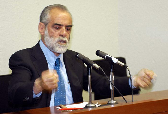 15 de marzo de 2004. El Senador Diego Fernandez de Cevallos ofrece conferencia de prensa en la que sale en defensa del empresario Carlos Ahumada. Foto: Cuartoscuro