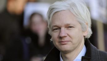 Assange buscó refugio en la legación cuando el país escandinavo lo reclamó para interrogarle por tres acusaciones de acoso sexual y una de violación. Foto: EFE