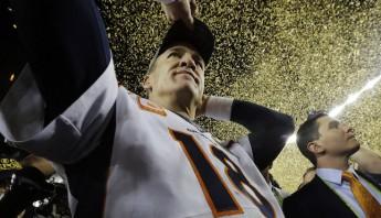 Manning se hizo de su segundo anillo de Super Bowl en 18 años como profesional. Foto: AP