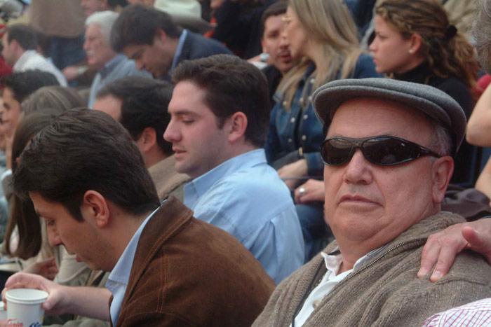 Onésimo Cepeda en los toros, en febrero de 2004, durante los días del escándalo de su amigo Carlos Ahumada. Foto: Cuartoscuro