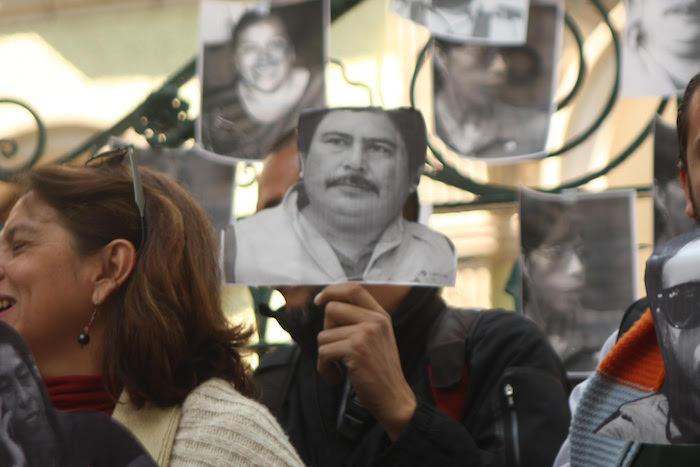 Reporteros y fotógrafos se manifiestan en la representación del Gobierno encabezado por Javier Duarte de Ochoa en la Ciudad de México. Foto: Valentina López, SinEmbargo