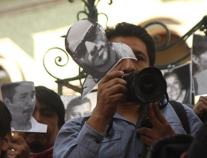 Reporteros protestan por sus colegas asesinados. Foto: Valentina López, SinEmbargo