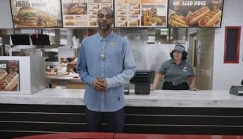 Bull Dogg anuncia hot dogs. Foto: Especial