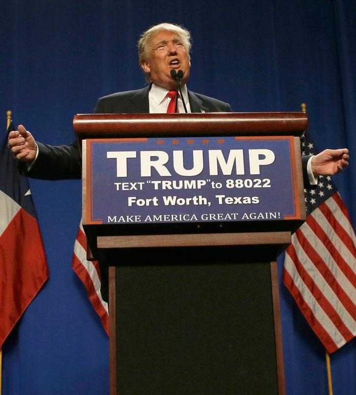 El precandidato republicano Donald Trump, accompañado por el gobernador de New Jersey Chris Christie, quien le dio su apoyo, habla en un acto en Fort Worth, Texas, viernes 16 de febrero de 2016. Foto: LM Otero, AP
