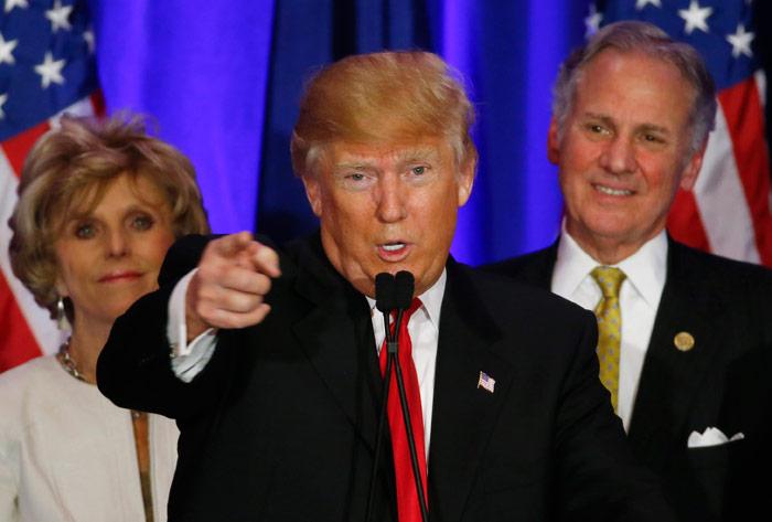 El aspirante presidencial republicano Donald Trump habla en un acto de campaña la noche de las primarias en South Carolinael sábado, 20 de febrero del 2016, en Spartanburg, South Carolina. Paul Sancya, AP