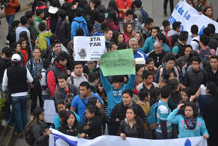 Estudiantes exigen que se entreguen los recursos a su casa de estudios. Foto: Yerenia Rolón, BlogExpediente