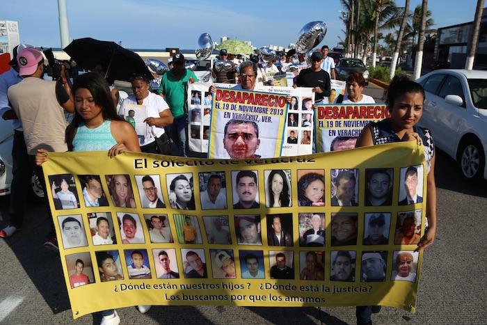 Colectivos de desaparecidos en Veracruz solicitaron la renuncia del Gobernador Javier duarte de ochoa. Foto: Cuartoscuro