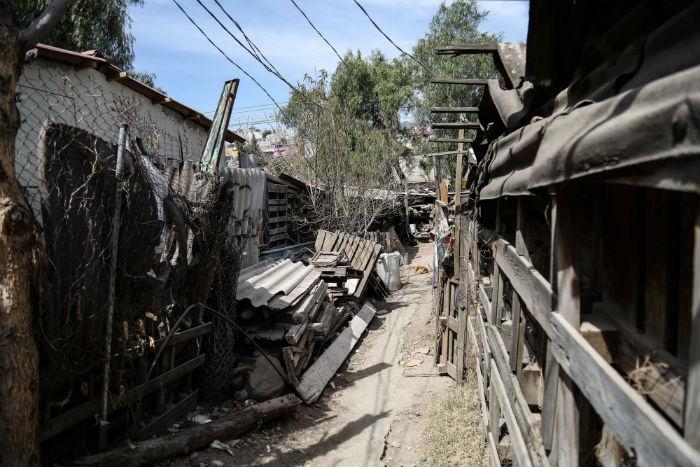 Una zona irregular rodeada de ductos de todo tipo. Foto: Francisco Cañedo, SinEmbargo