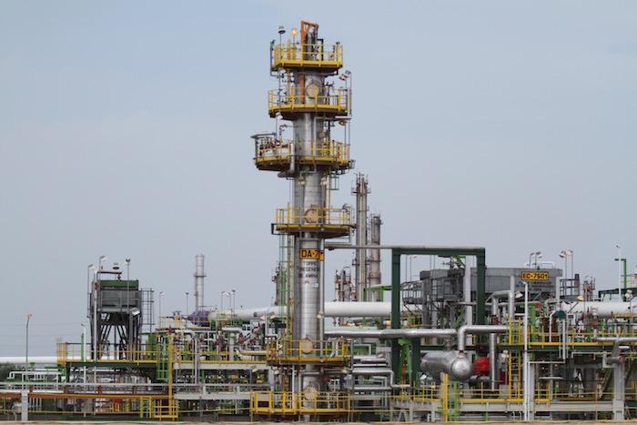 Pemex enfrenta una grave crisis financiera: una deuda millonaria, un freno en la producción de sus barriles y unas refinerías improductivas. Foto: Cuartoscuro.