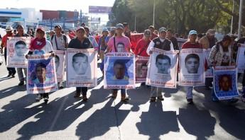 Los padres de los 43 jóvenes de la escuela normal de Ayotzinapa, en el estado de Guerrero, solicitaron en varias ocasiones reunirse personalmente con el Pontífice durante su viaje por México. Foto: Cuartoscuro