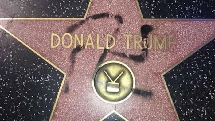 La estrella de Trump en Hollywood fue pintada con el símbolo nazi. Foto: Twitter @thehill