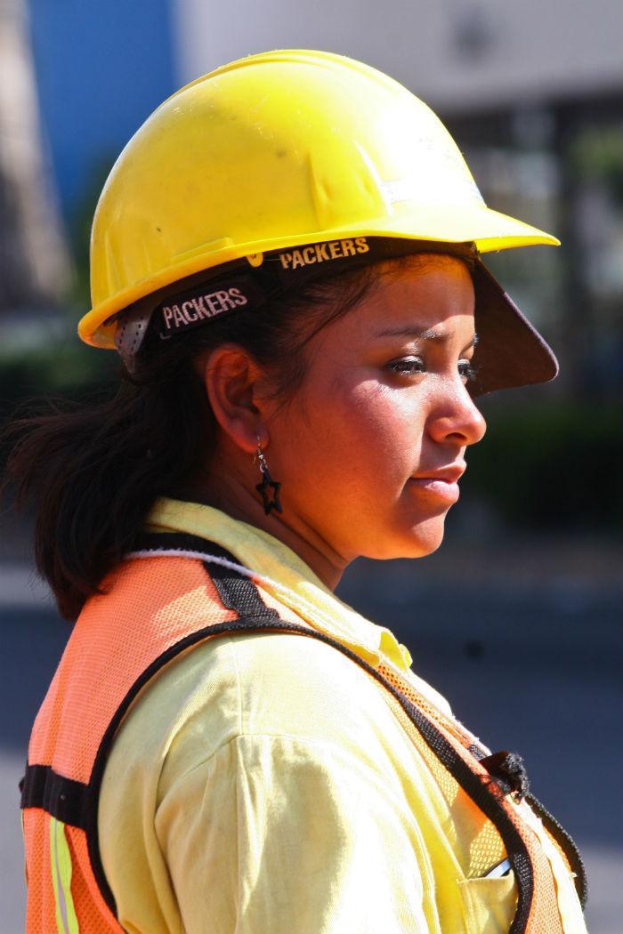 Una mujer obrera puede llegar a ganar hasta 40 por ciento menos que un hombre. Foto: Cuartoscuro