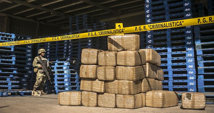 La política prohibicionista de las drogas terminó por evidenciar la corrupción en el Estado, apuntaron expertos. Foto: Cuartoscuro