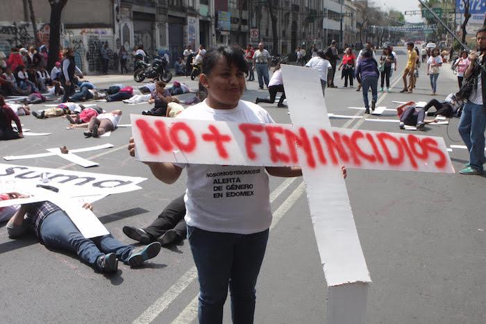 Las mujeres también protestaron en la sede nacional del PRI en la Ciudad de México. Foto: Valentina López, SinEmbargo.