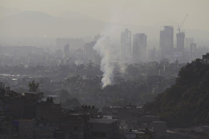 Los capitalinos respiran el peor aire del que se tenga memoria en los últimos 14 años. Foto: Cuartoscuro.