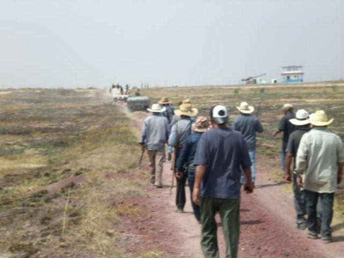 Los habitantes de Atenco afirman que no recibieron explicación alguna de los militares ni de los técnicos que realizaron mediciones en sus terrenos. Foto: especial