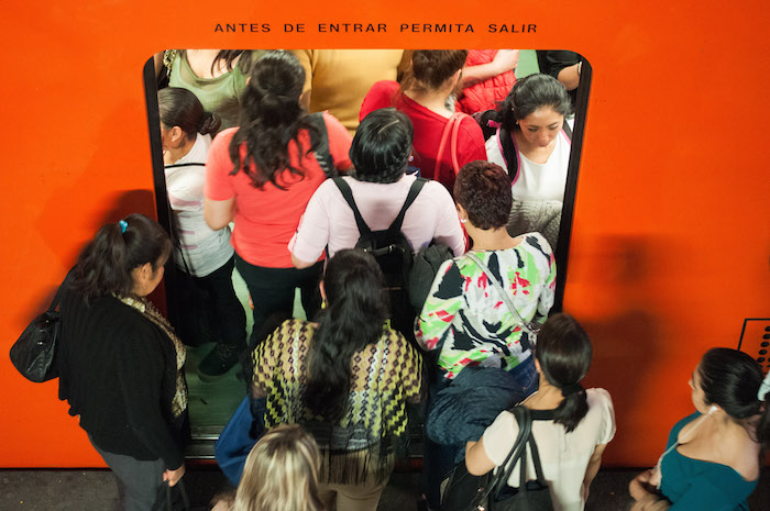 El endurecimiento del Hoy No Circula provocó que las estaciones del Metro y Metrobús con mayor afluencia lucieran colapasadas. Foto: Cuartoscuro.