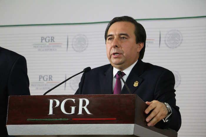 El director de la Agencia de Investigación Criminal, Tomás Zerón, ofreció una conferencia de prensa esta tarde. Foto: Cuartoscuro