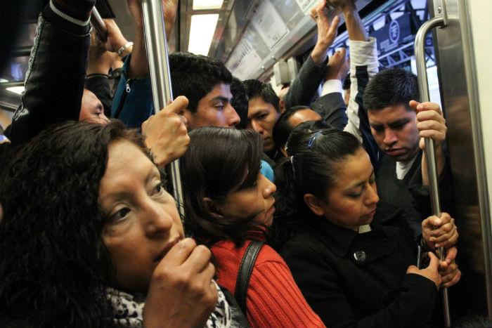 México es la segunda de las 20 capitales más importantes del mundo en la que las mujeres se sienten agredidas en el transporte público. Foto. Cuartoscuro
