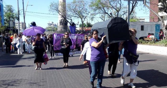 En La llamada #PrimaveraVioleta Contra la violencia machista, las Activistas denunciaron Que fueron de 150 Mujeres asesinadas en Jalisco ES 2015. El año Foto: @feminismosenred