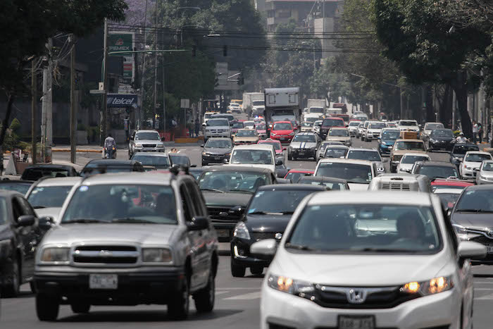 El auto aún representa un nivel de confort superior al del transporte público. Foto: Cuartoscuro.