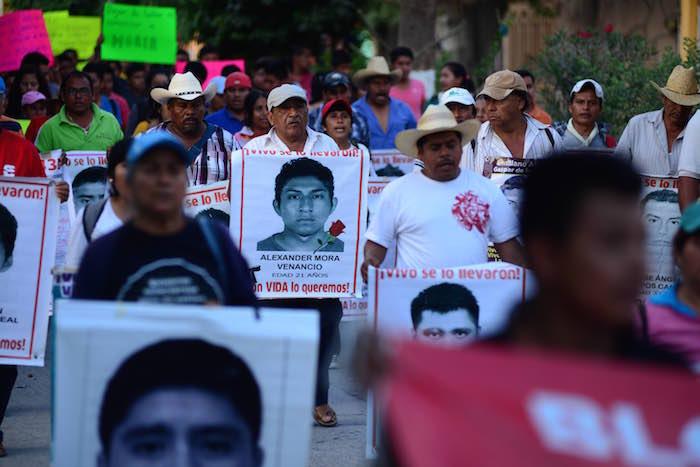 Los padres de los 43 exigieron al Gobierno federal que extienda el mandato del GIEI, pues dijeron que son en los únicos que confían. Foto: Cuartoscuro