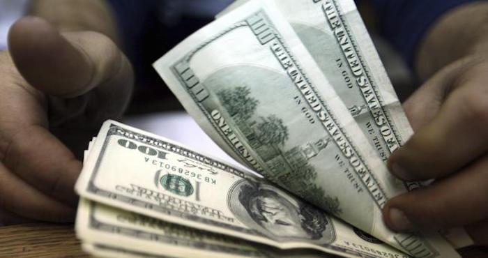 El dólar se vende hasta en 18.60 pesos en ventanillas de Bancomer. Foto: EFE