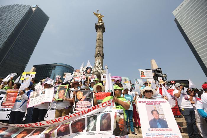 Hoy, Día de las Madres, cientos de mujeres que buscan a sus hijos desaparecidos marchan en la Ciudad de México. Foto: Francisco Cañedo, SinEmbargo.