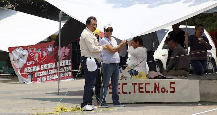 En la imagen, integrantes de la CNTE marcharon en Tuxtla Gutiérrez, Chiapas, terminando la movilización en el Parque Central, en donde se instalaron en plantón indefinido. Foto: Cuartoscuro.