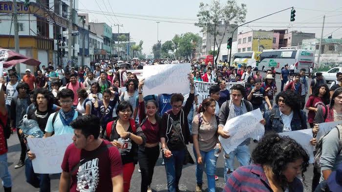 Los estudiantes marcharon entre gritos y porras. Foto: Luis Barrón, SinEmbargo.