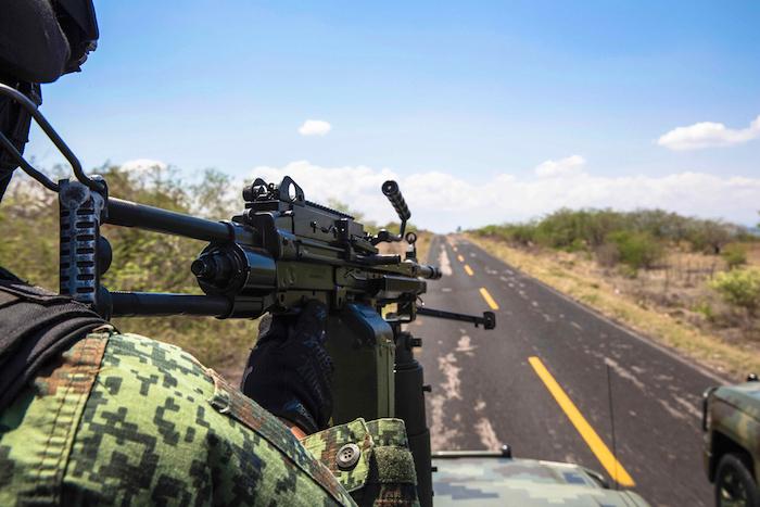 Militares patrullan las carreteras de Guerrero, una de las entidades de México con gran número de cultivos. Foto: Laura Woldenberg, VICE News