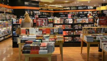 ¿Hace cuánto que no vas de compras a una librería? Tang Yan Song / Shutterstock.com