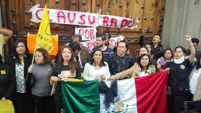 Protesta frente a la SEP. Foto: Francisco Cañedo, SinEmbargo.