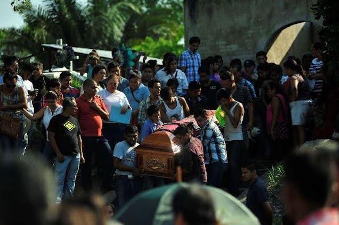 La comunidad de Sanzopote llora a sus vecinos. Foto: BlogExpediente