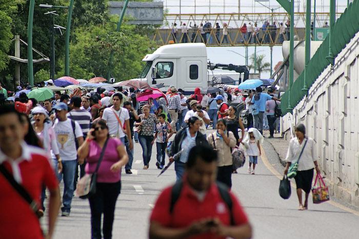 Maestros de la CNTE realizaron bloqueos intermitentes en la entrada oriente de la capital chiapaneca para maniestar su apoyo a los docentes de Oaxaca. Foto: Cuartoscuro.
