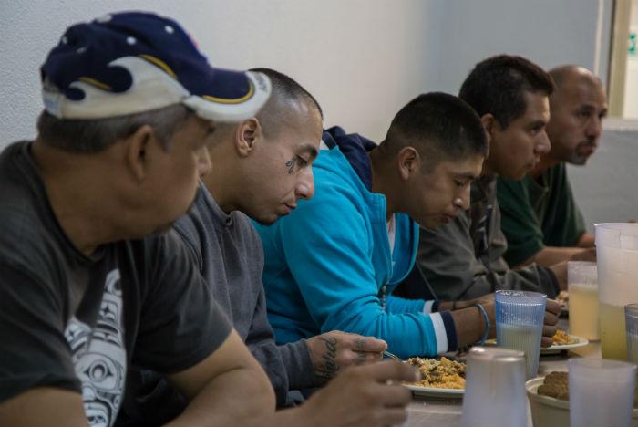"""""""Los migrantes están sanos como los mexicanos y enfermos como los mexicanos"""", señaló el investigador Leyva. Foto: Cuartoscuro"""