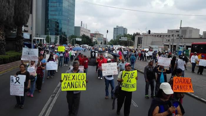 Los maestros disidentes se movilizaron desde el centro de la ciudad a la Avenida Chapultepec. Foto: Luis Barrón, SinEmbargo.