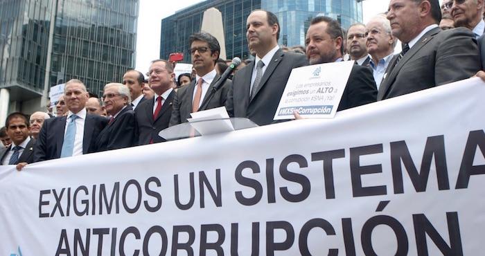 Empresarios durante una protesta en contra de la Ley 3de3 aprobada por el Congreso. Foto: Valentina López, SinEmbargo