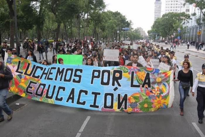 El contingente avanzó por Reforma con dirección al Centro Histórico capitalino. Foto: Valentina López Severiano, SinEmbargo.